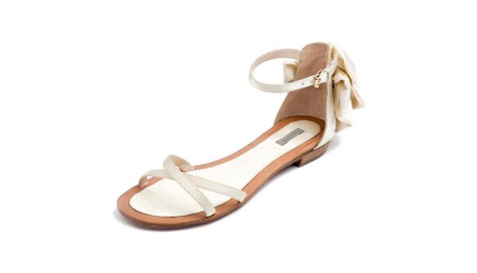 Sandalia plana de novia de Uterque