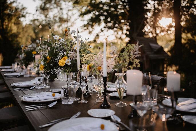 Hochzeitstrend Gartenhochzeit Tischdekoration Tafel im Garten centerpiece