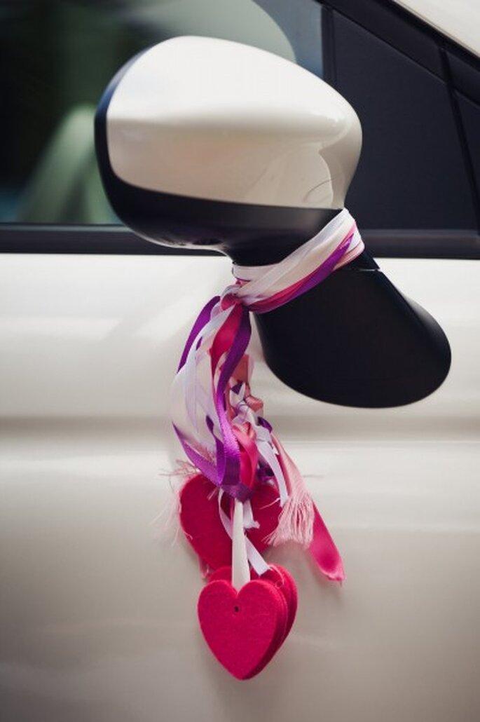 Decorazioni rosa per l'auto - Foto: 2Rings Trouwfotografie & FeestStudio