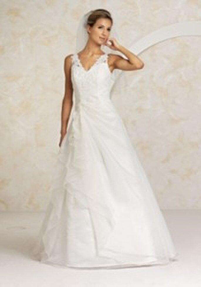 Valérie 2010 Savi - Langes Brautkleid mit drapiertem Überrock, V-Ausschnitt mit Blütenapplikationen