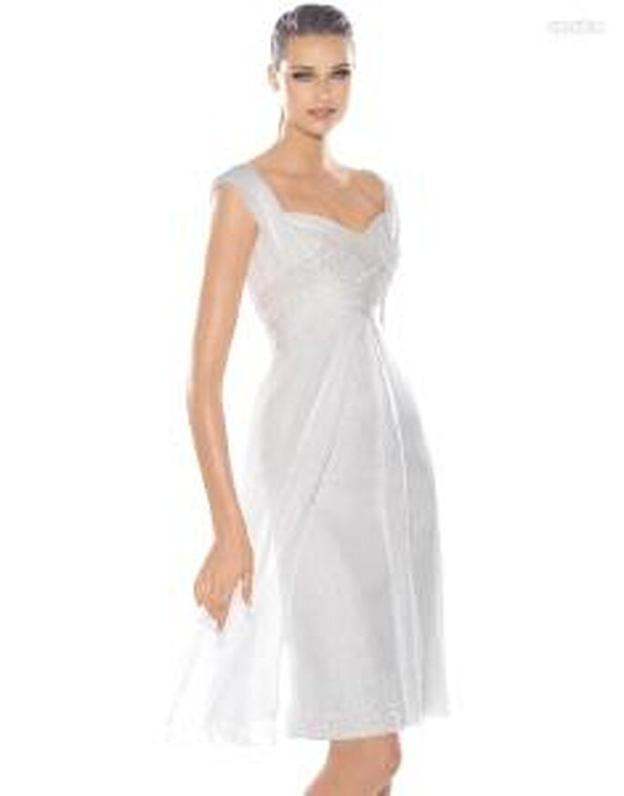 Pronovias Cóctel 2010 - Increible, vestido corto blanco, de seda, escote transversal