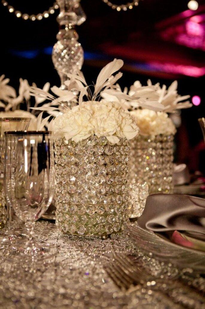 Vasos con diamantes y copas elegantes al estilo de Jennifer Lopez - Foto: Floramor Studios Facebook