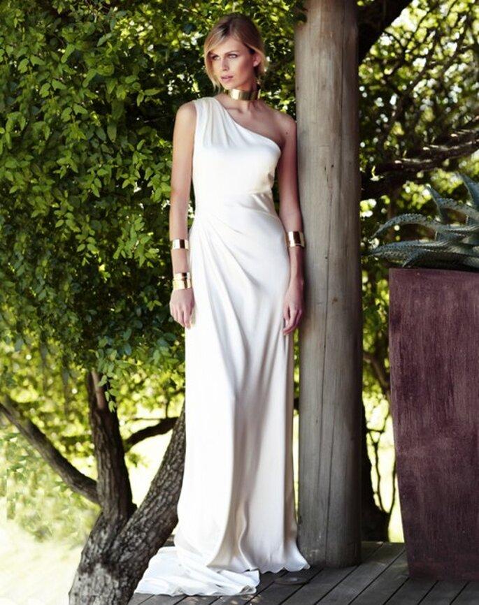 Vestido de novia recto de un hombro - Foto Amanda Wakeley