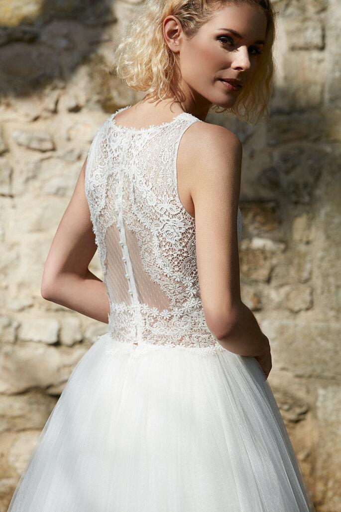 Robe de mariée avec un dos en dentelle