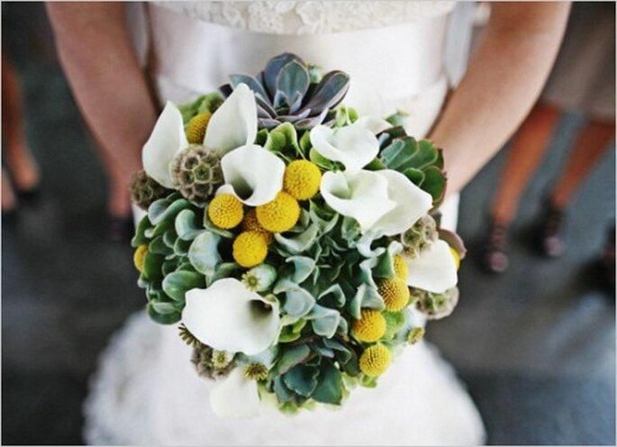 Elige el color amarillo y úsalo en algunos detalles de tu ramod e novia - Foto Sergio Mottola