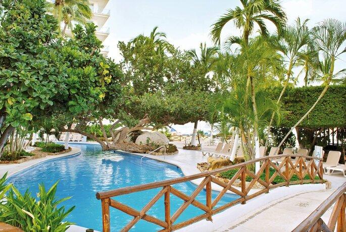 Los 10 mejores hoteles para boda en acapulco tu sue o Los mejores hoteles sobre el mar