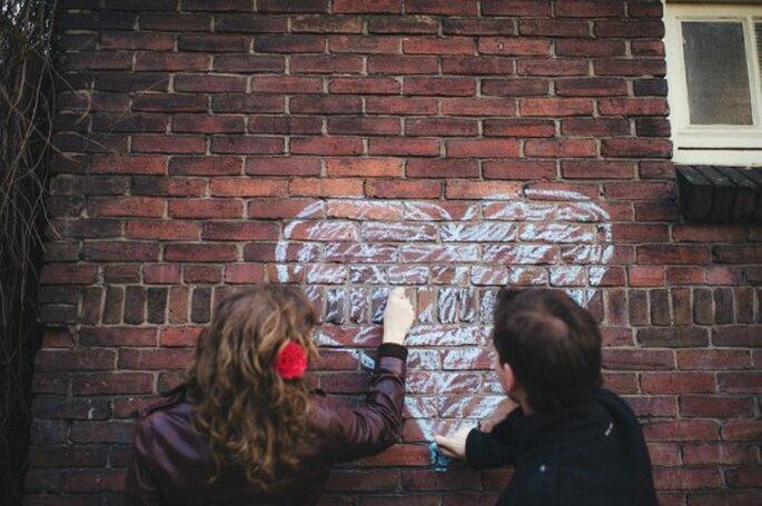Roderick, Monique y un corazón de tiza. Foto: Sjoerd Booij Fotografía