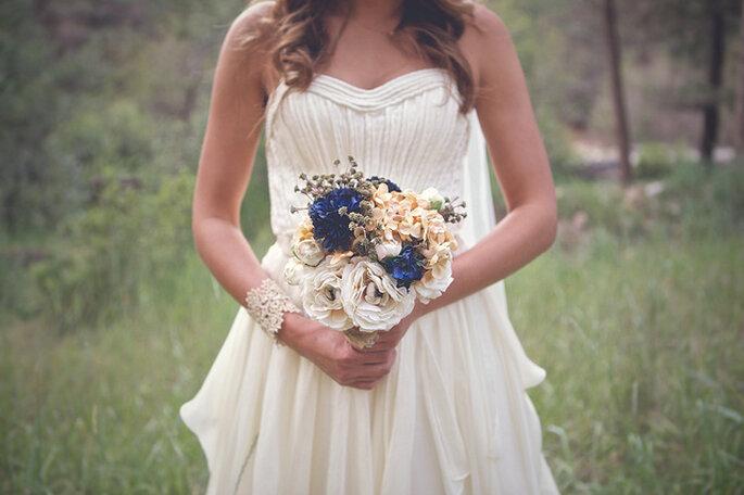 Bouquet estilo rústico para una novia vintage. Foto: B&E Photographs