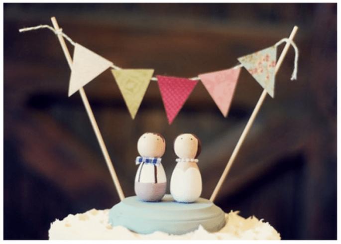 Figurines originales style vintage pour les gâteaux de mariage - Photo: June Bug Company