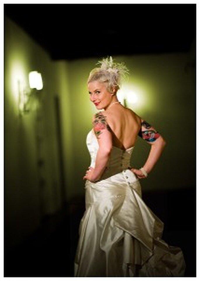 Braut mit Tätowierung