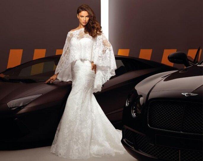 Elegante vestido de novia con capa de encaje - Alessandro Angelozzi Facebook