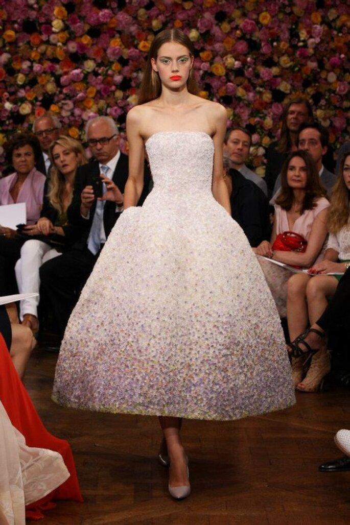 Strahlend schön: die Brautkleider verzaubern mit Eleganz und Nostalgie der 50er Jahre – Foto: Dior via facebook