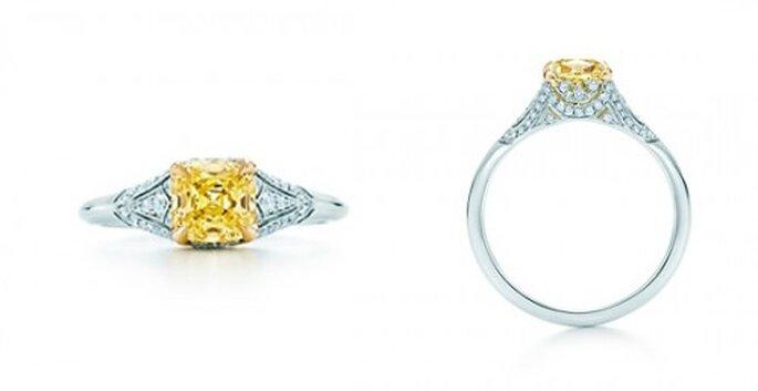 Anillo de compromiso con un diamante amarillo cuadrado - Foto Tiffany & Co.