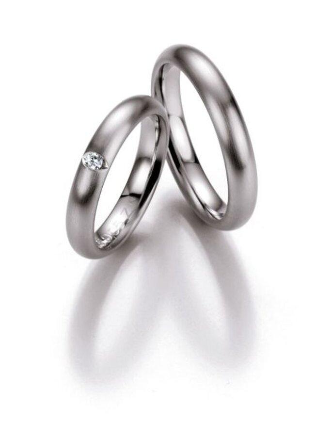 zauberhafter Trauring mit Diamanten - http://www.bayerschmuck.com