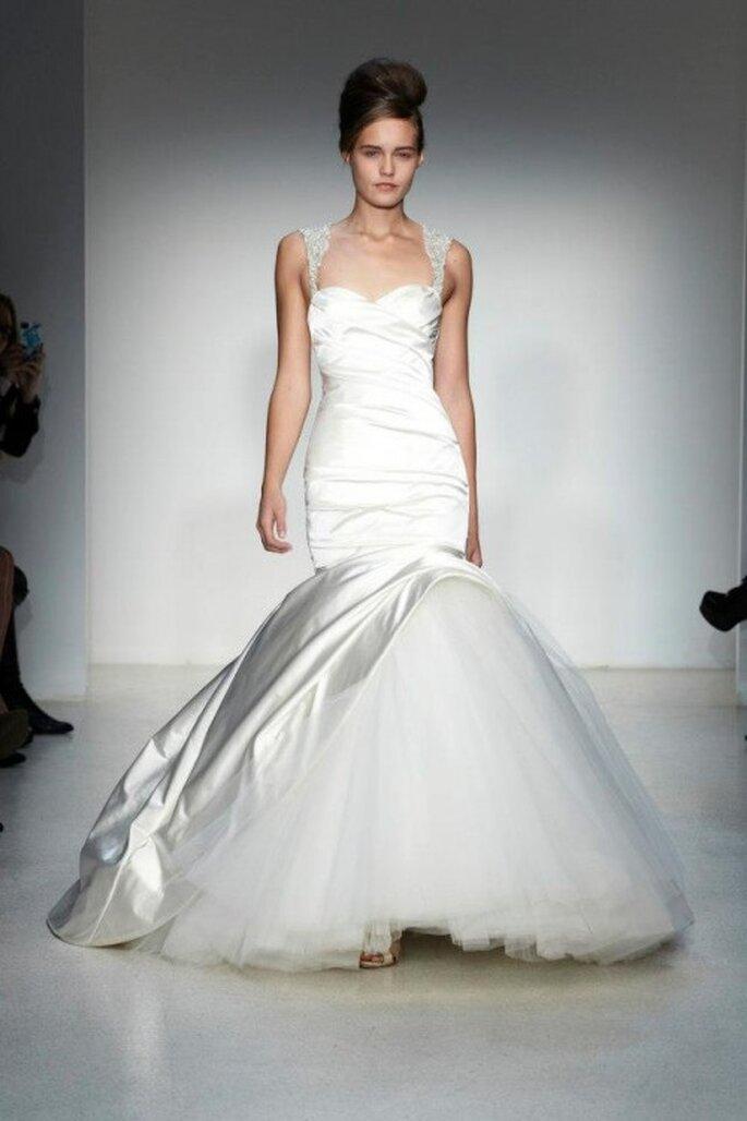 Vestido de novia otoño 2013 con escote amplio y corte sirena - Foto Kenneth Pool
