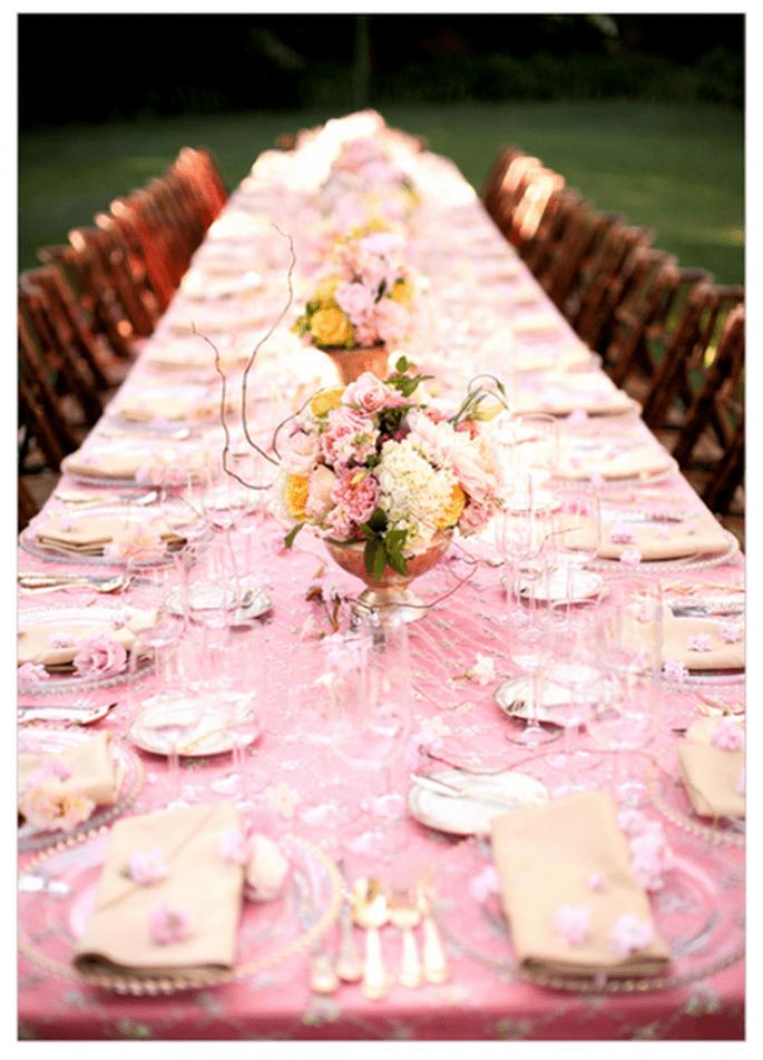 Un mantel en color rosa pastel romperá con todo lo tradicional - Foto Jessica Lewis NLC Productions