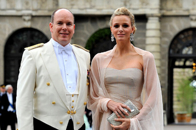 Fürst Albert II von Monaco und Charlene Wittstock. Ihr Brautkleid wird von Modezar Georgio Armani entworfen. Quelle Foto: stern.de