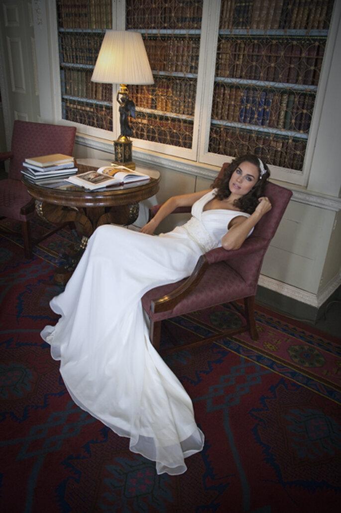 Brautkleider mit langen Roben - Die schönsten Modelle aus der Kollektion für 2013 Foto Lillian ©Johanna Hehir