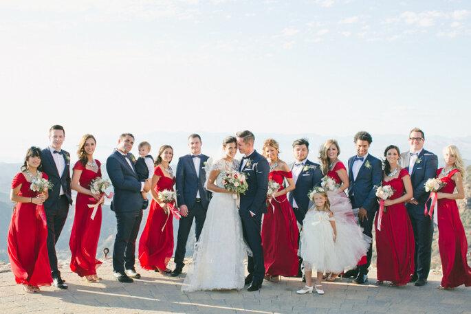 Impacta con un atrevido rojo carmesí - onelove photography