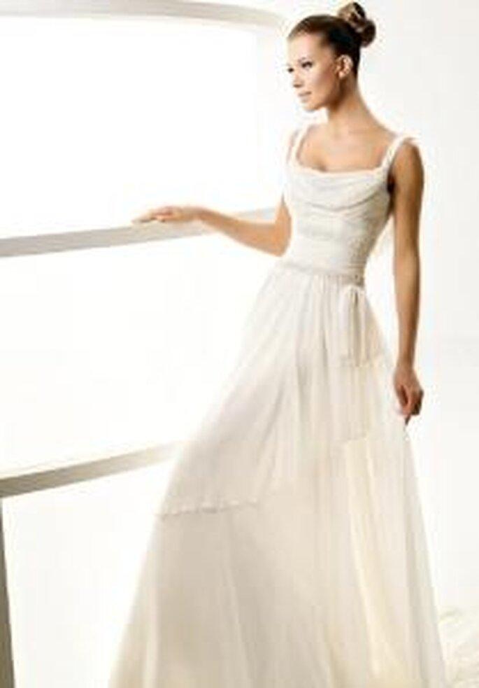 La Sposa 2010 - Laos, vestido largo, de escote drapeado