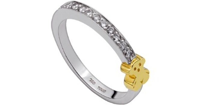 Alianza de oro blanco y amarillo con diamantes- Foto: Tous