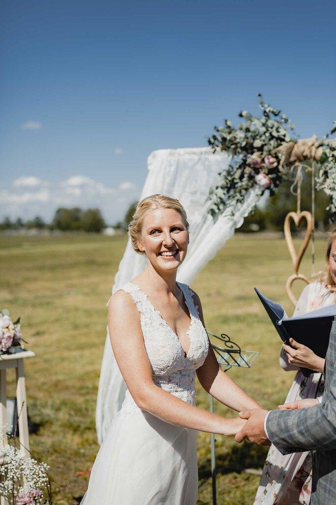 Braut. Braut steht vor Altar-Schöbendorf