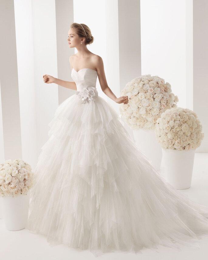 El vestido de novia ideal para las chicas de poco busto - Martina de Rosa Clará