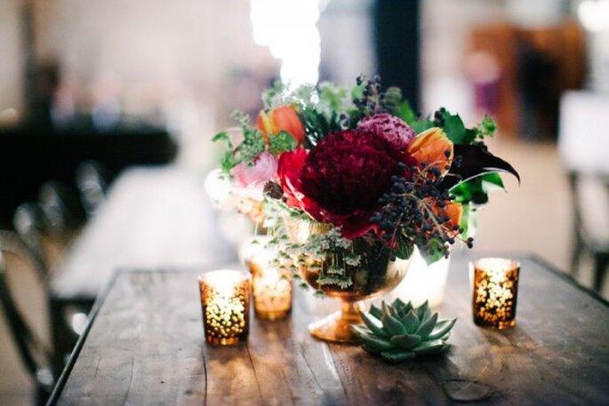 Decora tu boda con el misterio del rojo intenso - Foto Levi Stolove Photography