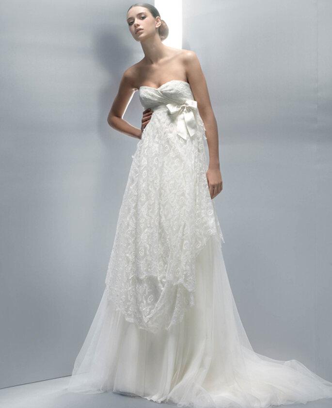 Perfetto anche per una sposa in attesa questo abito taglio impero della Collezione 2012 di Jesus Peiro