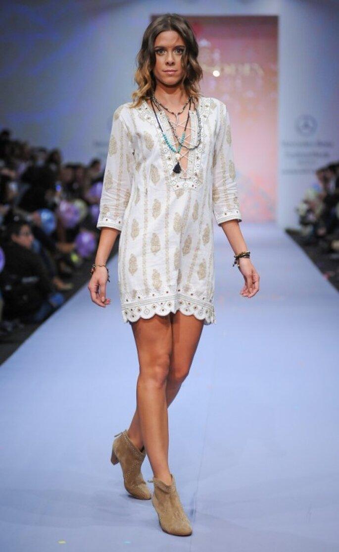 Vestido corto con mangas tres cuartos en color neutro para tu luna de miel - Foto Mercedes Benz Fashion Week México