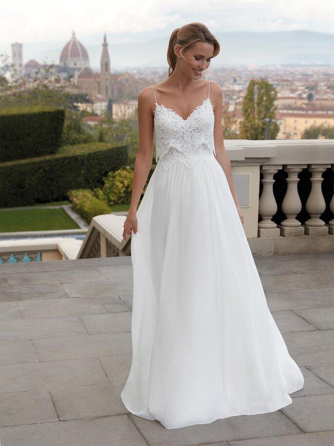 Vestido de novia para embarazada de corte en A con tirantes delgados, escote en V con encaje