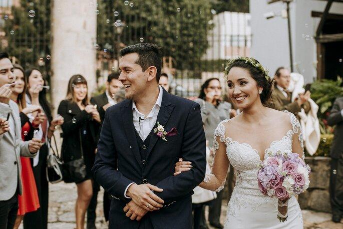With You Weddings salida de los novios