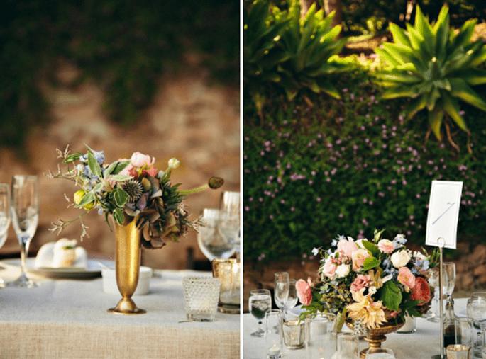 Centros de mesa distintos para cada mesa de boda. Fotografía SweetLittlePhotographers