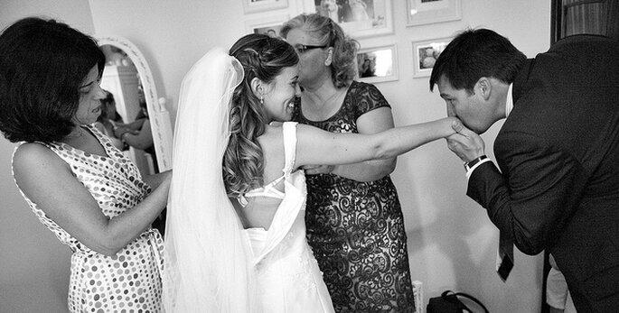 Los momentos previos a la boda junto con tu madre pueden ser maravillosos. Foto: Nuno Palha