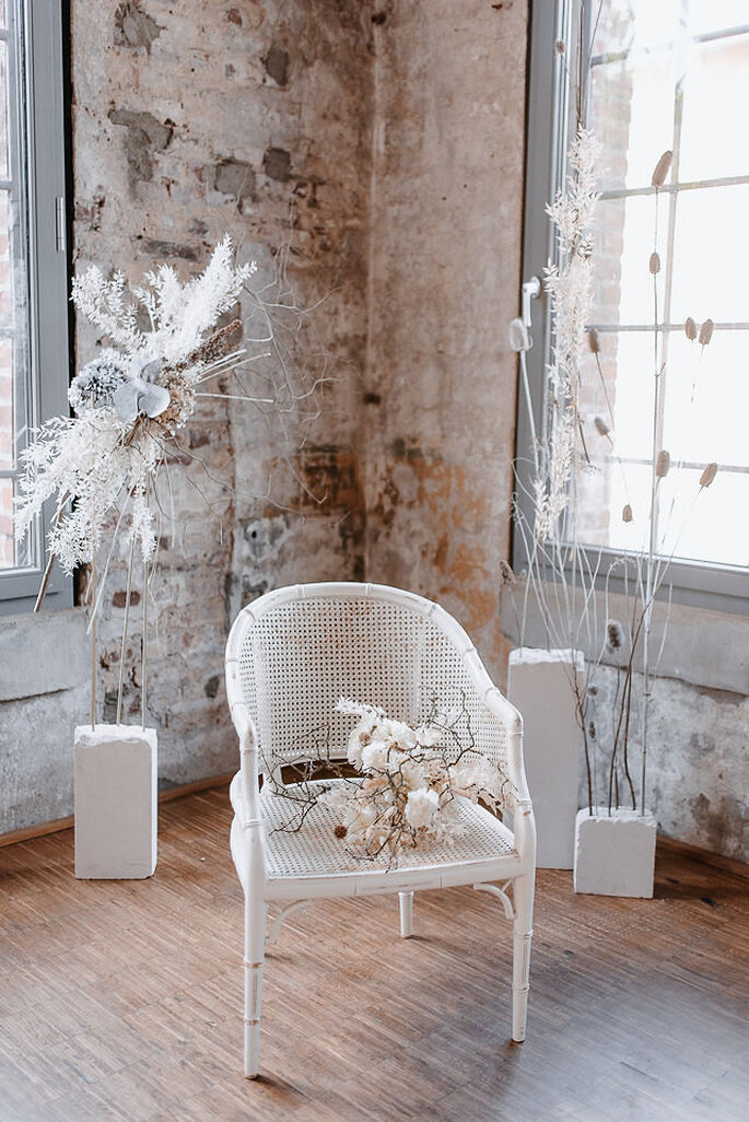 Stuhl Zeremonie mit Brautstrauß