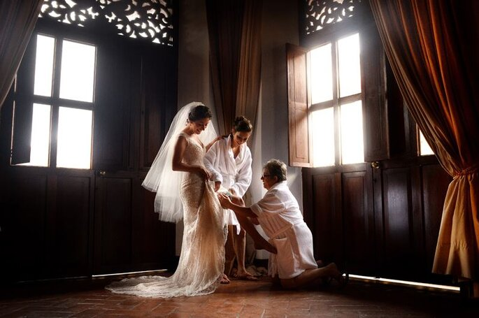 Preparando a la novia. Foto: Juya Photographer