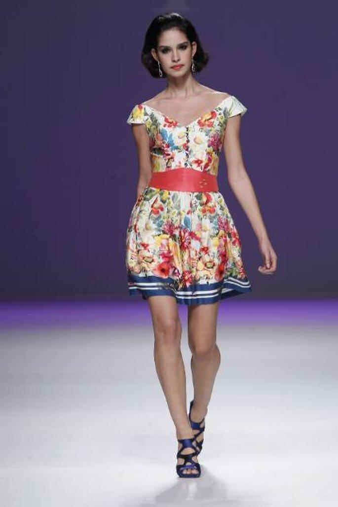 Vestido corto estampado, diseño de Ana Torres