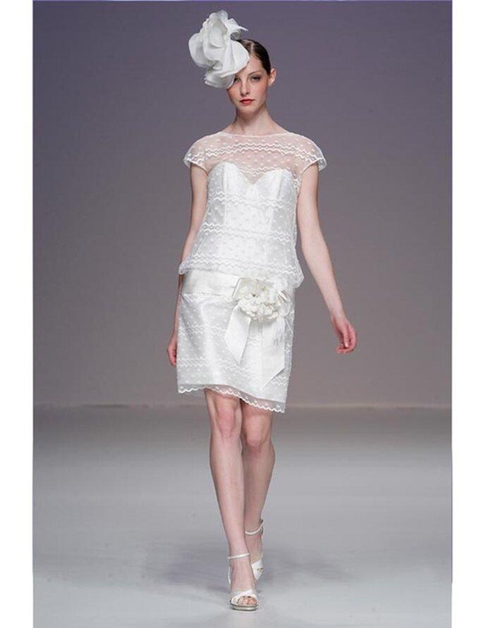 Kurzes Brautkleid von Cymbeline aus der Kollektion 2012, ideal für die standesamtliche Trauung.