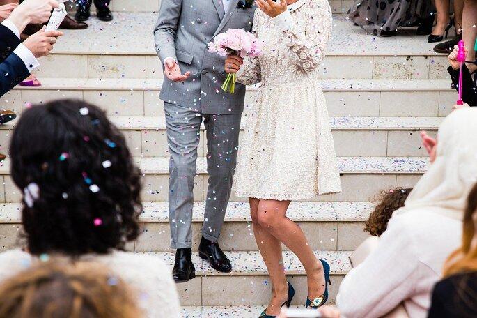 Ein Brautpaar bei einer Freien Trauung.