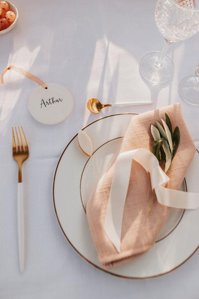 Décoration chic et nature réalisée pour un mariage par une wedding planner et designer