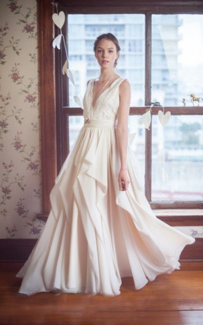 Vestido de novia con falda amplia y superposición de volados - Foto Blush Wedding Photography