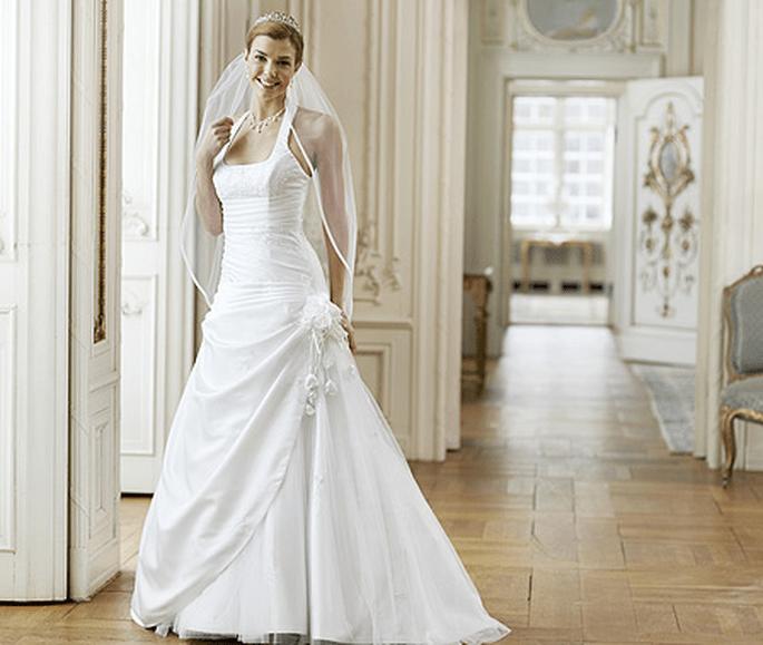 Brautkleid Modell 08-3047-WH von Lilly, Linie Pure White. Preis: EUR 479,00.
