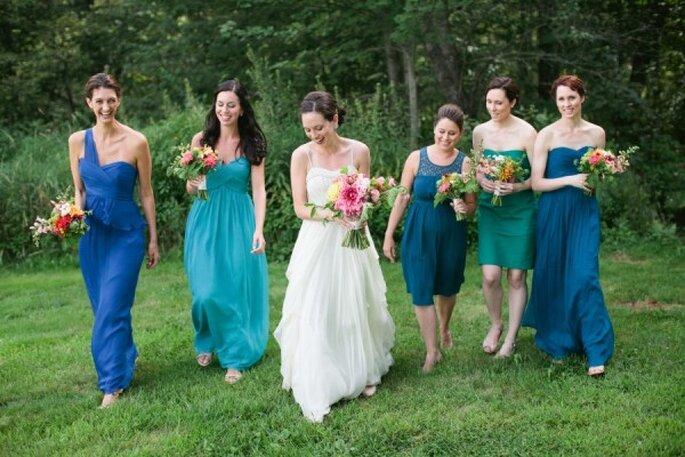 Elige vestidos de distintos colores que marquen contraste con la naturaleza - Foto Meredith Perdue