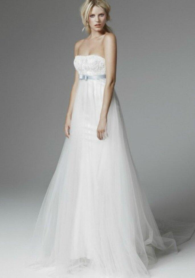Abito taglio impero con gonna in tulle...perfetto anche per una sposa con pancione! Blumarine Sposa 2013. Foto www.blumarine.com