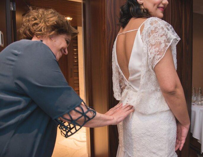 Vestido de noiva com decote V nas costas