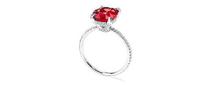 Rubis sur monture en platine agrémentée de 92 diamants, une bague de fiançailles Harry Winston