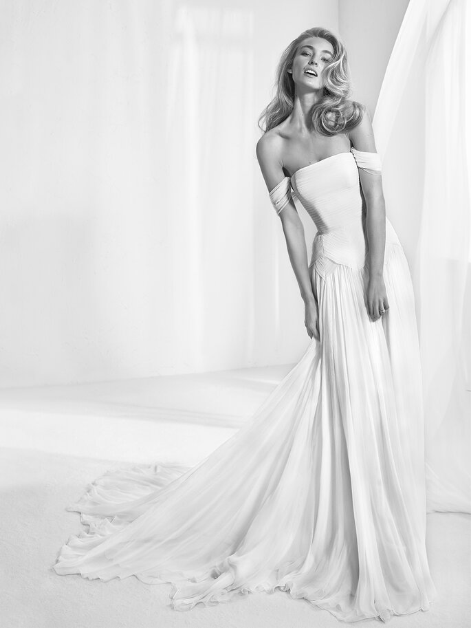 239647560ba6 Abiti da sposa Pronovias 2018  la grande bellezza a portata di donna