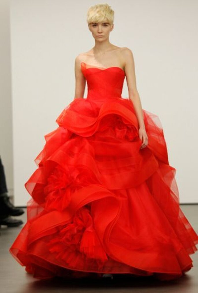 Robe de mariée rouge, jupe princesse volumineuse Vera Wang 2013. Photo: Vera Wang