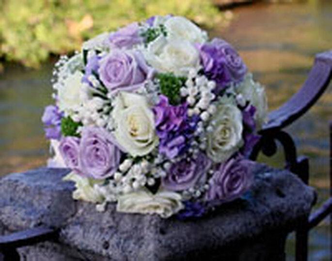 Bouquet rotondo bianco e viola