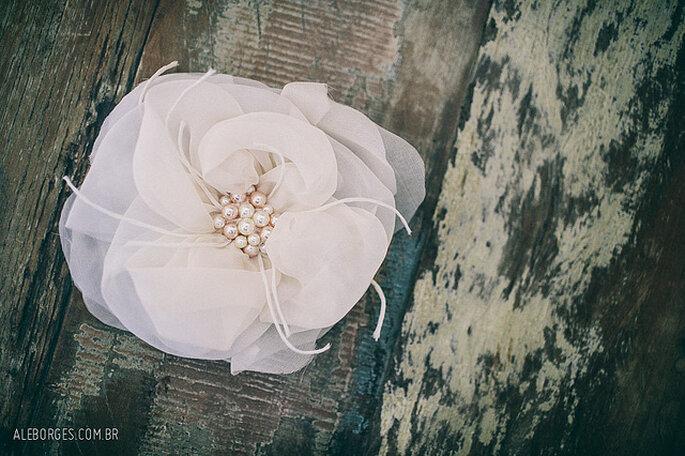 Las perlas también están presentes en muchos accesorios para el pelo. Foto: Alexandre Borges